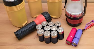 What to Put in a Hurricane Survival Kit