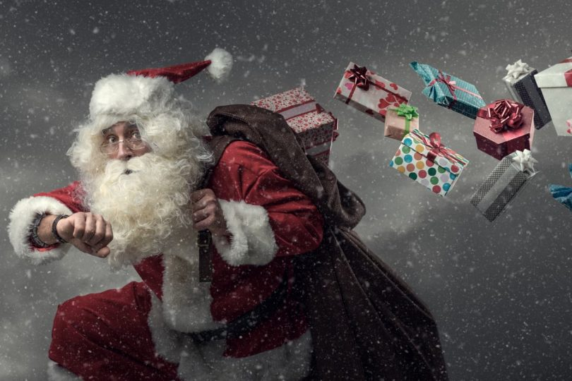 Santa sneaking with last minute gift ideas without drowning in debt!